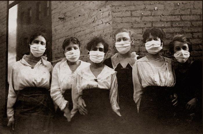 Flu_masks_1918_19-1